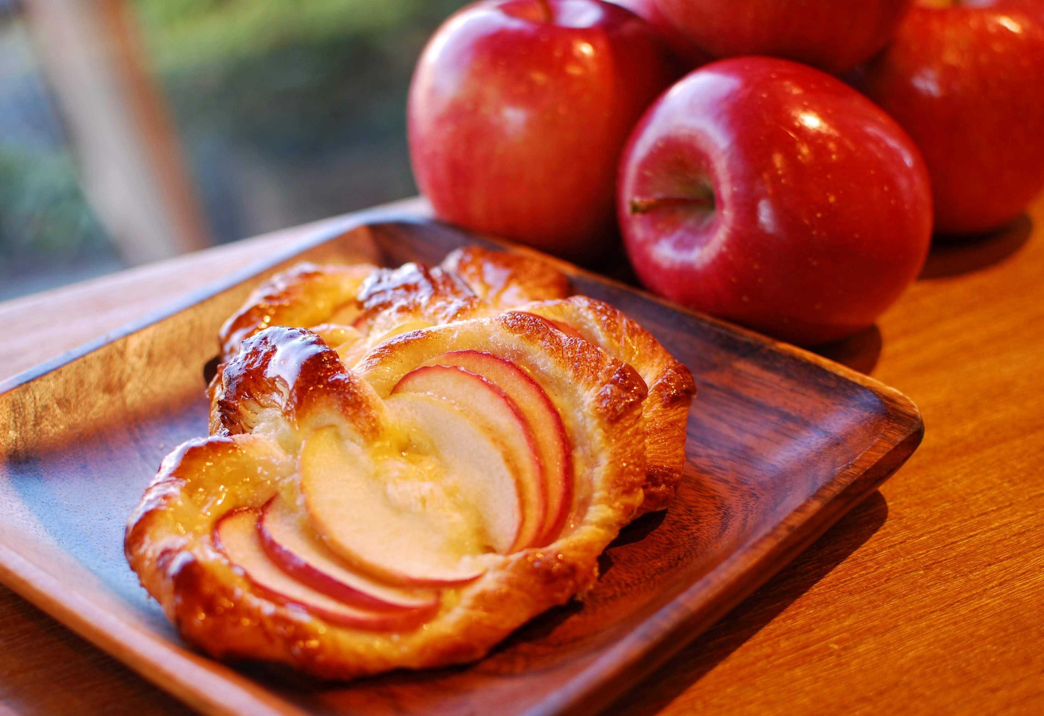 新鮮りんごの美味しさ!りんごのデニッシュ登場です。